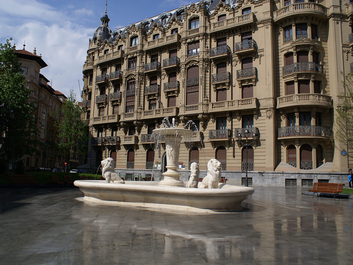 JADO SQUARE FOUNTAIN IN BILBAO, SPAIN